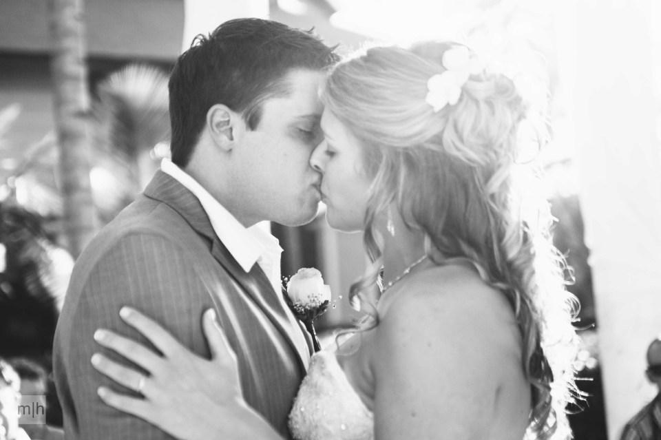 fredericton photographer, destination wedding, first kiss