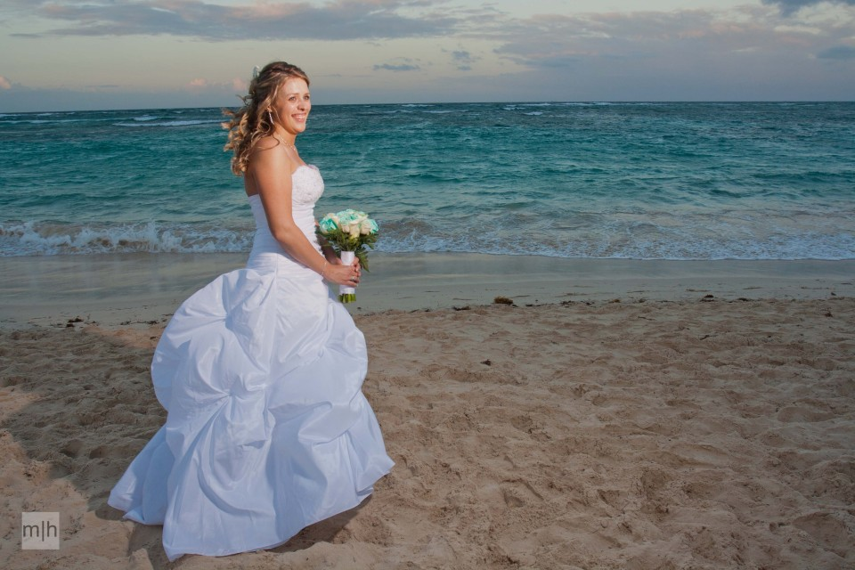fredericton photographer, destination wedding, beach, bride